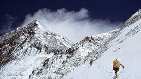 Slovenské horolezce překvapila lavina. Uvěznila je na Mount Everestu