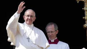 Respektujte homosexuály, vyzval papež. Zastal se i rozvedených