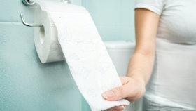 Roky museli kupovat předražený toaleťák. Teď výrobce Chilany odškodní miliardami