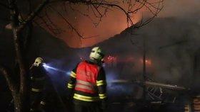 Požár v Miloticích nad Bečvou: Shořel statek za dva miliony