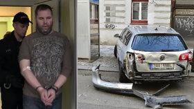 Expolicista Kadlec začal splácet škodu za 29 nabouraných aut: Po 5 tisících dává dohromady 1,6 milionu