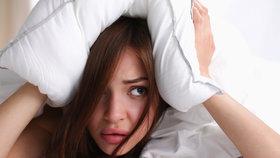 Proč jsme v pondělí unavení a pomáhá počítání oveček? Vědci prozkoumali spánek