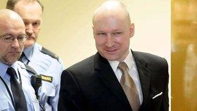 """""""Chtějí, abych se zabil."""" Vrah Breivik uspěl se stížností na vězeňské podmínky"""