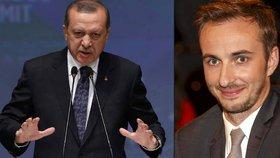 34 tisíc za nejsprostější báseň o Erdoganovi: Britská média se zastala komika