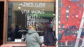Neonacisté a vandalové poničili hate free kavárny. Hrozí jim až 3 roky
