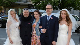Jak se zbavit nevěsty... nebo partnera? Na premiéru nového filmu přišly hlavní hvězdy single