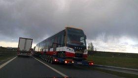 Tramvaj na dálnici? Potkat ji můžete na trase z Plzně do Prahy