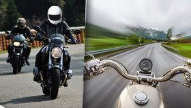 """Ve vysoké rychlosti motorkáři """"oslepnou"""". Expert: Mají nulové zorné pole"""