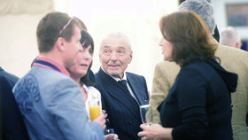 Narozeninová oslava Jiřiny Bohdalové: Karel Gott poprvé ukázal vlasy a zazpíval