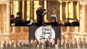 Po zvěrstvech IS přišel Bach: Ruský orchestr zahrál v troskách syrské Palmýry