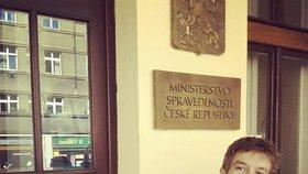 Pelikán označkoval ministerstvo: Nálepkou HateFree prý odmítá české trendy