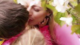 Celebrity na síti: První máj Lucie Borhyové a šaty Beyoncé či Lady Gaga
