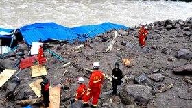V Číně se otřásly hory: Bahno pohřbilo 14 lidí, 25 se stále pohřešuje