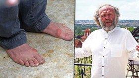 Jaroslav Dušek z Pelíšků vypadá jako bezdomovec! Zarostlý a bez bot