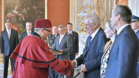 Zeman na dálku jmenoval 12 vysokoškolských rektorů. Ceremoniál na Hradě neudělal