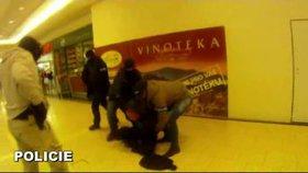 Lovci lebek Evropské unie zasahovali v Plzni: V obchoďáku zadrželi Slováka