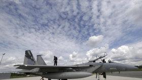 NATO vyšle tým do Iráku. Aliance se rozroste, vstupuje do ní Černá Hora