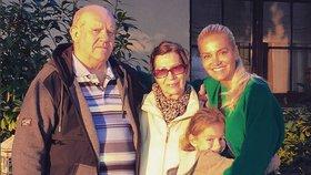 Matka zpěvačky Dary Rolins: Po smrti muže prodala byt, bydlí na hotelu!