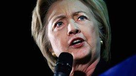 Clintonová je blíž boji o Bílý dům. Rusové ale asi obnažili její spiknutí