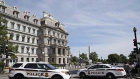 Policie uzavřela Bílý dům: Přes plot někdo hodil podezřelý balíček