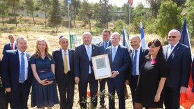 Sobotka zasadil v Izraeli strom. Ve vyprahlé půdě ho mají i Klaus a Merkelová