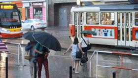 Bez deštníku ani na krok. V Praze celý týden proprší, přijdou i bouřky