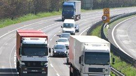 """Vláda chce vyhnat kamiony ze silnic. V neděli si už """"neškrtnou"""""""