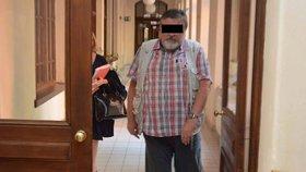 Děda opilec znásilnil své vnučky (6): Holky chtěly, ať je šimrám, bránil se