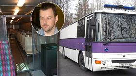 Petr Kramný znovu před soudem: Tímhle ho vezli! S dalšími vězni a nesměl promluvit