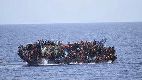 Kapitán lodi nechal utopit 900 uprchlíků. Tunisan dostal 18 let