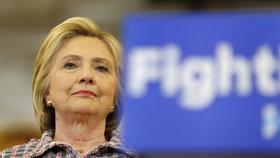 Clintonová zaválela v Portoriku. Chybí jí už jen 30 delegátských hlasů
