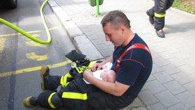 Zachránili miminko před plameny! Hasiči z Havířova jsou za hrdiny