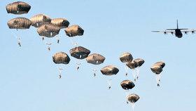 Největší vojenské cvičení od pádu komunismu: Připravuje se NATO na válku?
