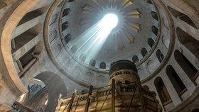 První oprava chrámu za 200 let. Na tomto místě ukřižovali Ježíše
