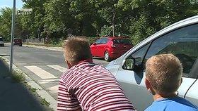 Matěj (9) pomohl policii dopadnout zloděje. Pronásledoval lupiče kasičky