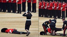Trapas před královnou Alžbětou: Voják ryl obličejem v zemi. Při narozeninové přehlídce omdlel