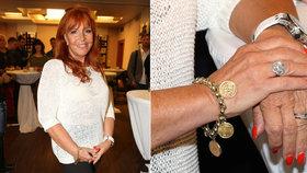 Marcela Holanová (65) mládne: Oblékla roztrhané džíny a ověsila se šperky