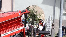 Tragédie na Berounsku: Ženu (†41) ve výkopu zavalila zemina, hledali ji přes 2 hodiny