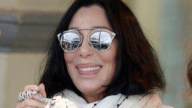 Nestárnoucí Cher: Podívejte se na její tvář bez jediné vrásky!