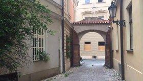 Zlatá ulička je i v centru Prahy. Pozor ale, ať vás v ní nezamknou