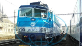 V Brně se srazila lokomotiva s vlakem. Strojvůdce je zraněný