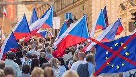 Czexit podporují 4 z 5 čtenářů Blesk.cz. Zbaví se Bruselu po Britech i Češi?