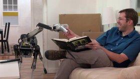 Podívejte se, jak robotický pes od Googlu zakopává na slupce od banánu