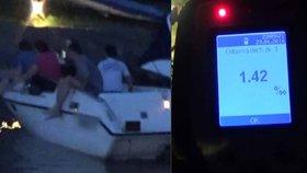 Kapitán brázdil Vltavu opilý a bez papírů: Strážníci si na něj počkali na břehu
