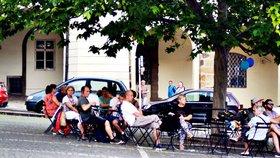 Židle a stolky na dalších místech v Praze: O tom, kde budou, se rozhodne v březnu