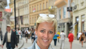 Na ulici byste ji nepoznali! Belohorcová z Peříčka se vrátila do Česka!