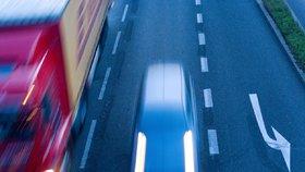 Řidička ve vysoké rychlosti kličkovala po pražské čtyřproudovce. Nadýchala dvě promile