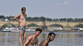 Kvalitu vody ve Vltavě nejde změřit, protože teče. Smíme se v ní koupat?