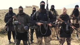 """""""Je v pořádku sníst nepřítele."""" ISIS šíří kanibalismus, odhalila kniha"""
