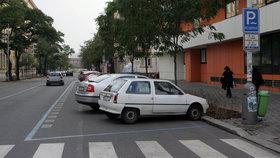Parkovací oprávnění dočasně vyřídíte i na Ládví. Zaplatíte tu ale jen kartou